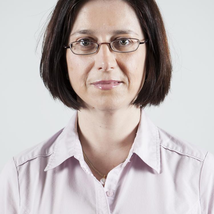 Dr.  Mihaela Mates