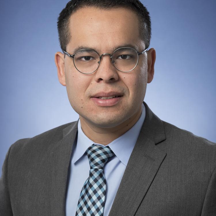 Dr.  Fabio  Ynoe de Moraes